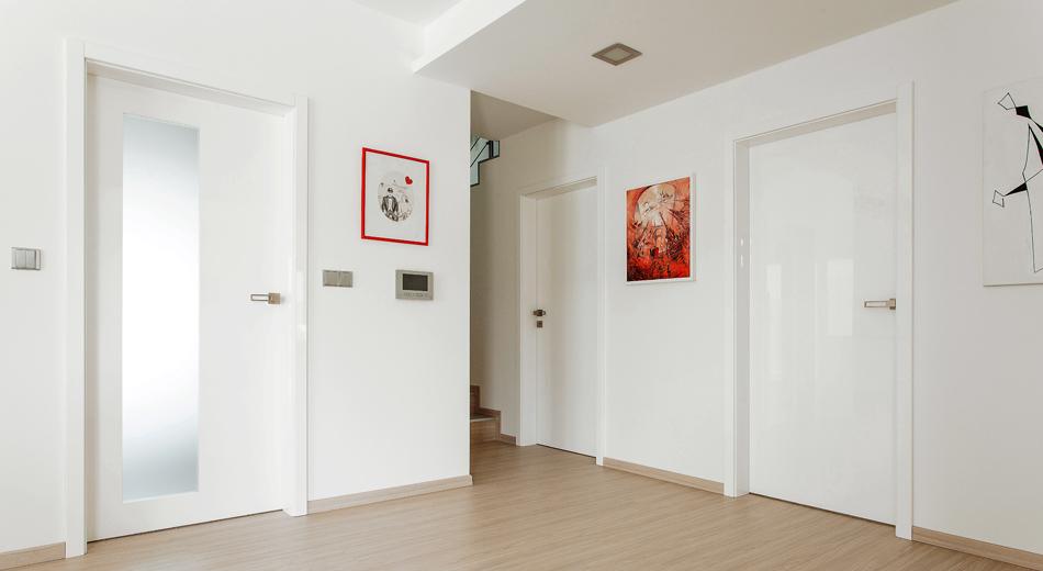 hanak-nabytek_interierove-dvere-s-oblouzkou-bile